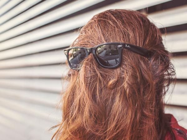 Mes cheveux n'aiment pas l'avion et ils me le rendent bien... Prévoir un kit de survie pour les cheveux aussi ! A intégrer dans mon kit de survie fille - mes Souvenirs de Voyage - MSDV - blog voyage
