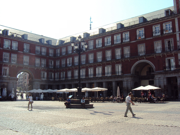 la Plaza Mayor, un grand espace de Madrid