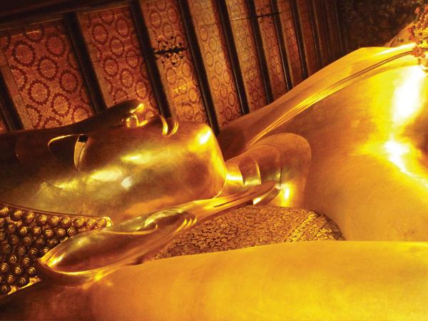 bouddha allongé Bangkok - mes souvenirs de voyage