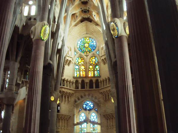 interieur cathedrale sagrada familia