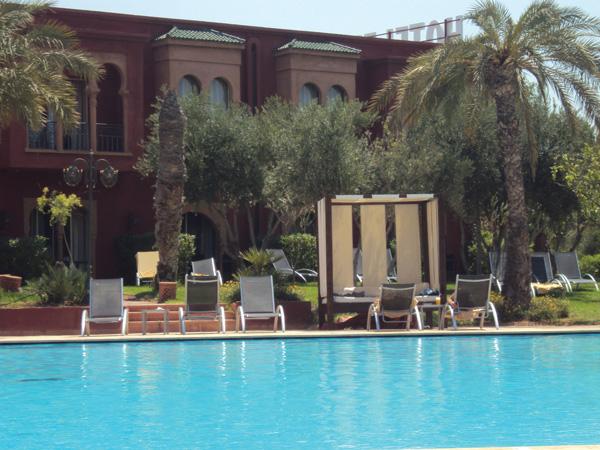 Hotel 5 etoiles Maroc piscine transats