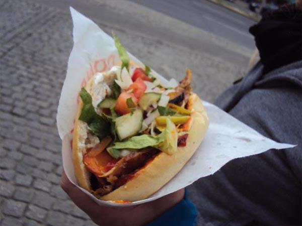 economiser pour voyager : fini la junk food tous les midis