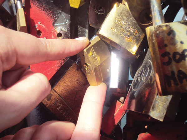 Mon cadena sur le pont des Arts à Paris