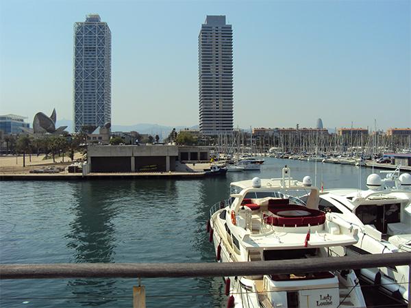 Vila Olympica emblème de Barcelone Port Olympique