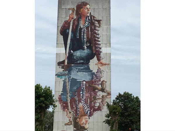 Street Art Ostende Chrystal Ship Fille