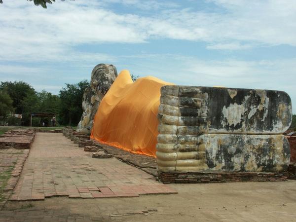 Wat Lokayasutha Ayutthaya Thailande bouddha couché visiter ayutthaya