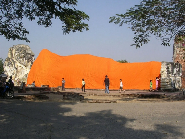 bouddha couché Wat Lokayasutha Ayutthaya Thailande visiter ayutthaya