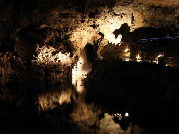 interieur-grottes-de-han