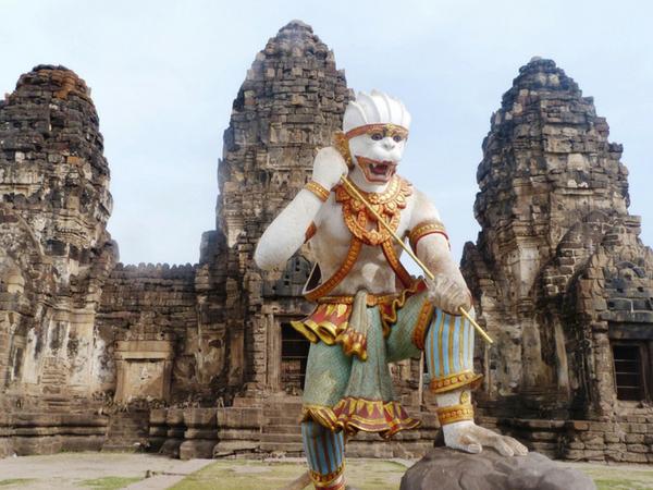 le-temple-des-singes-a-lopburi-thailande