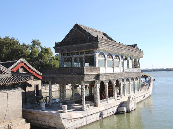 palais-d-ete-bateau-en-marbre