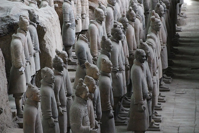 Soldats en rang armée des soldats de terre cuite Xian Chine