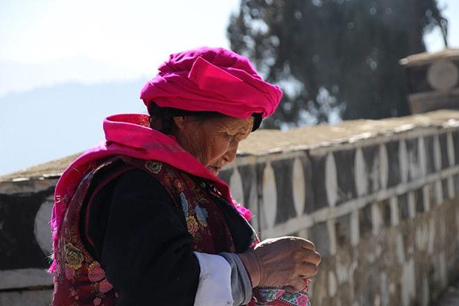 Tenue des femmes Shangri-la Yunnan Chine