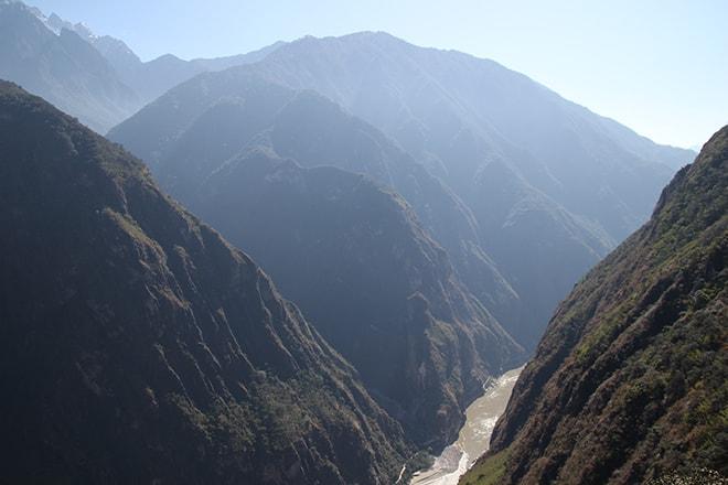 vue sur les gorges Trek des Gorges du Saut du Tigre Yunnan Chine