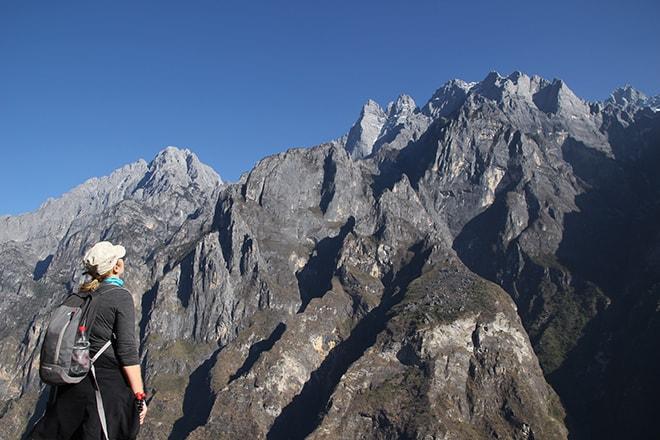 vue sur les sommets Trek des Gorges du Saut du Tigre Yunnan Chine