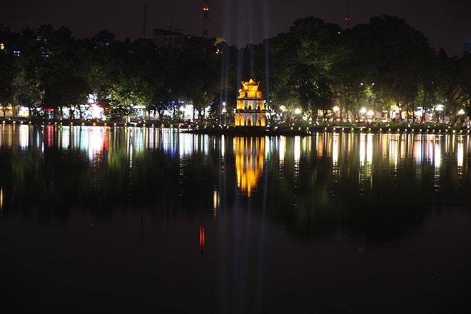 Lac de nuit Hanoi Vietnam