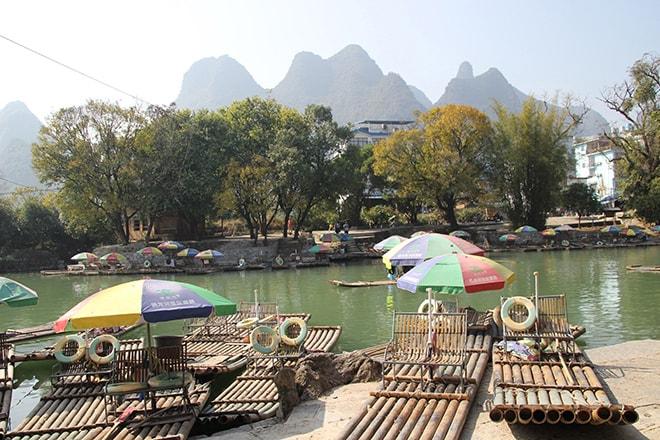 bamboo boat sur la riviere