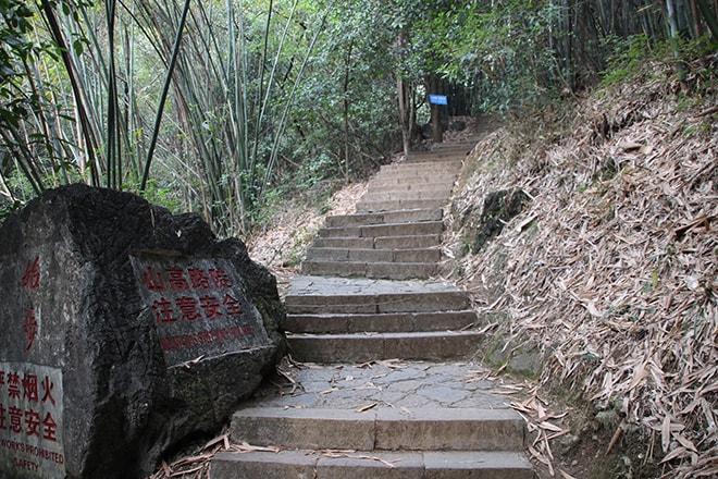 marche pour rejoindre moon hill Yangshuo Chine