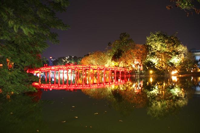 pont nuit lumiere Hanoi Vietnam