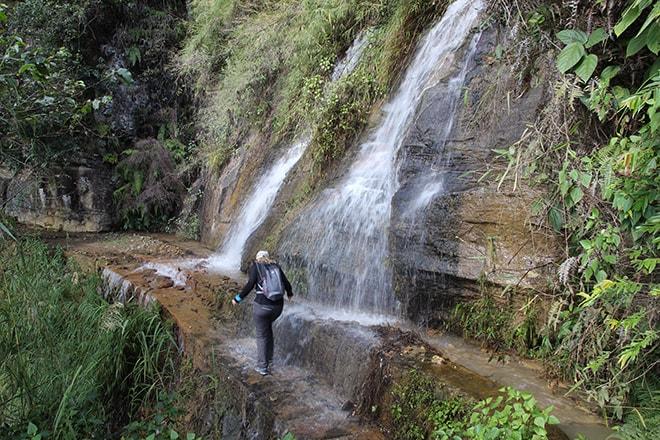 traverser la cascade Yuanyang Chine