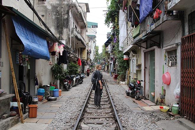 voie ferree rails Hanoi Vietnam