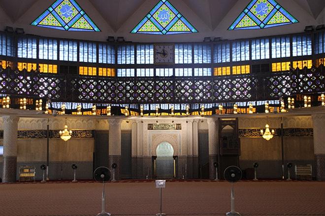 Salle de prière Mosque Masjid Negara Kuala Lumpur-min