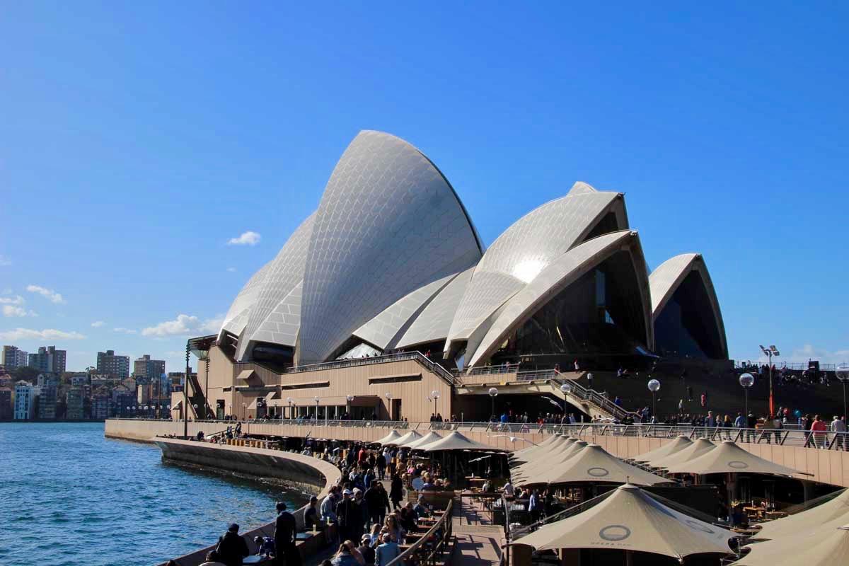 Opera de Sydney devant la baie