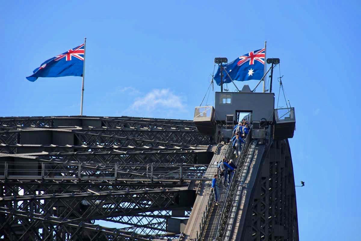 Groupe Bridge Climb drapeaux Harbour Bridge