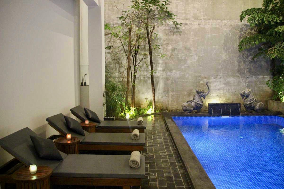 transat piscine Phnom Penh Cambodge